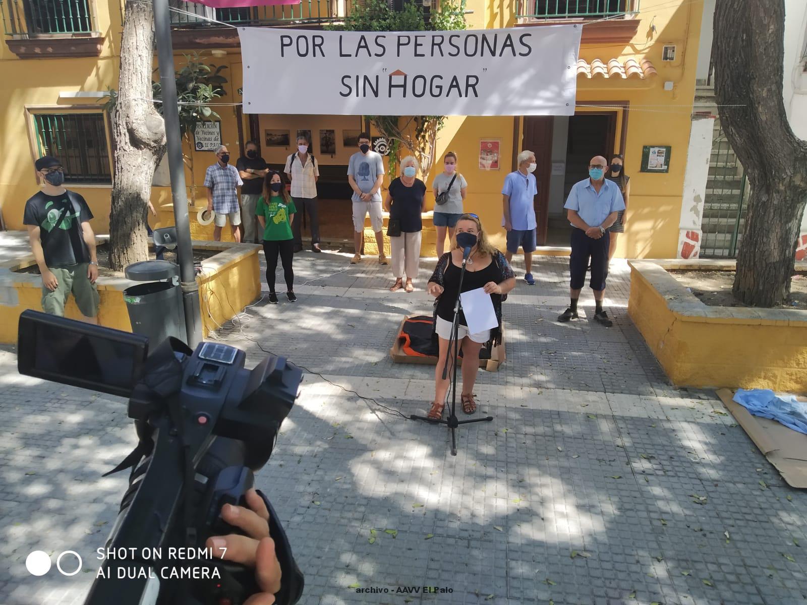 Lee más sobre el artículo Vecinos de El Palo duermen en la calle para denunciar la situación de las personas sin hogar