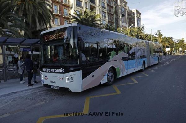 Lee más sobre el artículo La EMT estrena diez 'mega-autobuses' con capacidad para más de 150 pasajeros