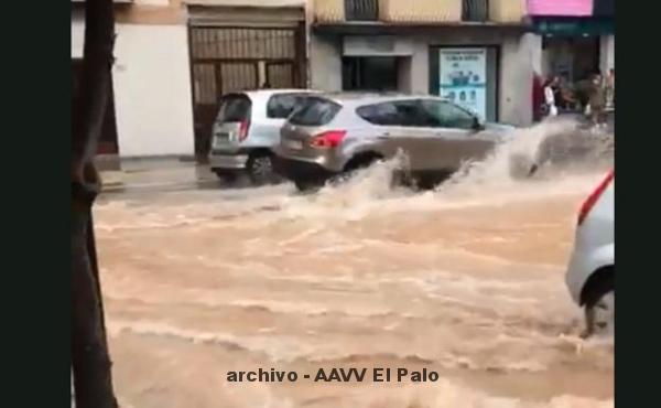 Lee más sobre el artículo La rotura de una tubería provoca una importante fuga de agua en El Palo
